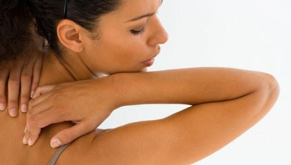 Прыщи на спине у женщины. Причины появления