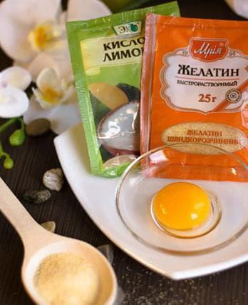 желатин, яйцо и вода