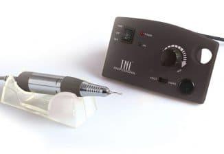 небольшое устройство, выдаёт менее всего вибрации