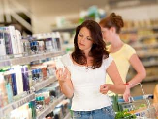 выбор косметики для кожи в магазине