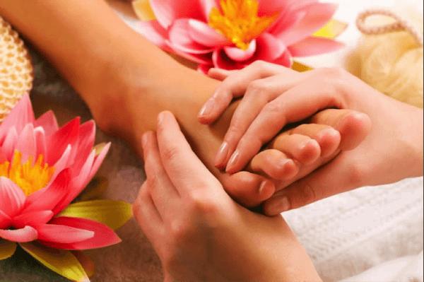 массаж ступней у женщины