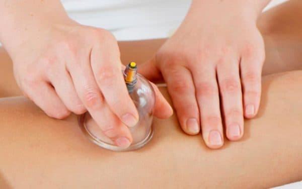 массаж пластиковыми банками на животе