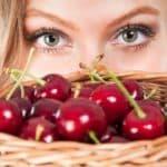 Маски из вишни и черешни для лица и их уникальные свойства