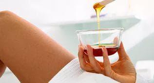 сахар и лимон с водой, всё что необходимо для шугаринга