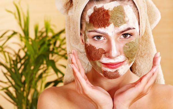 Снять воспаление и сузить поры помогает маска из косметической глины