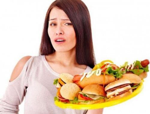 Если употреблять в пищу вреднее продукты, то в организме возникнет интоксикация