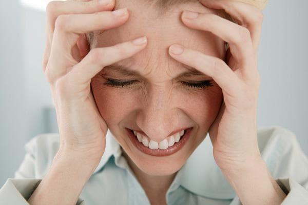 Нервные переживания- приводит к появлению прыщей