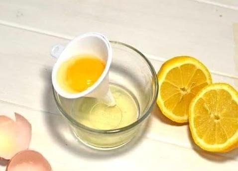 яичный белок и лимонный сок