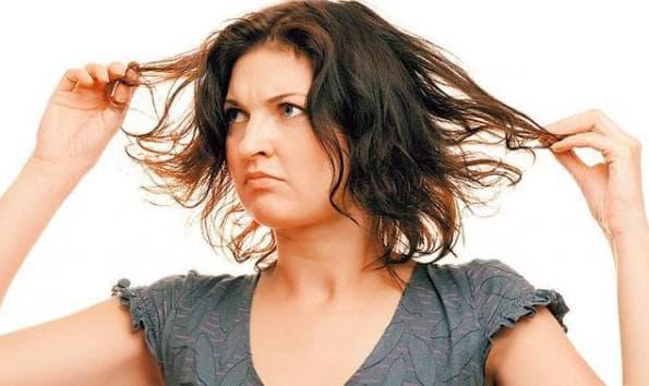 Жирные волосы как причина прыщей