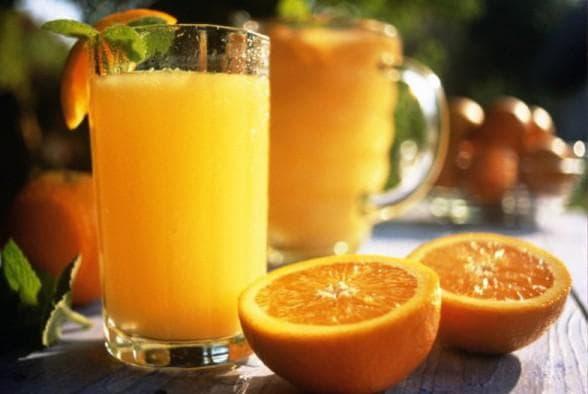 Утром и вечером стоит употреблять стакан натурального сока