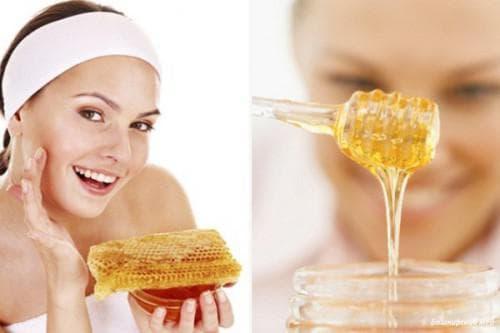 Мед также способен очистить кожу