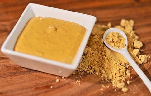 горчичный порошок и сахарный песок