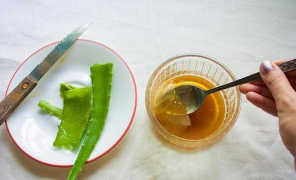 желток, мёд и алоэ