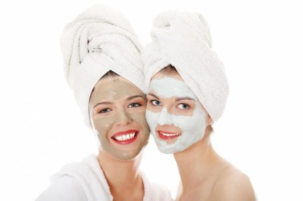 маска с белой глиной для лица