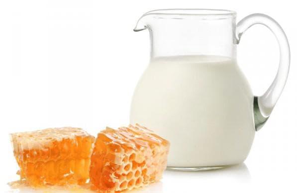 молоко, мёд и белый хлеб