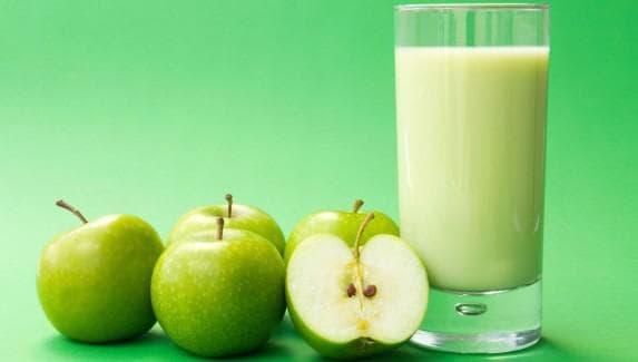 яблоко в комбинации с молоком для губ