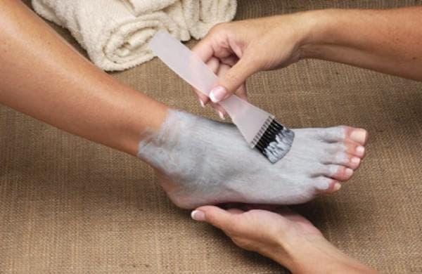 маска из глины для ногтей ног