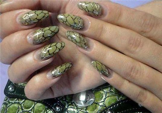 рисунки на ногтях гель лаком Змеиная кожа