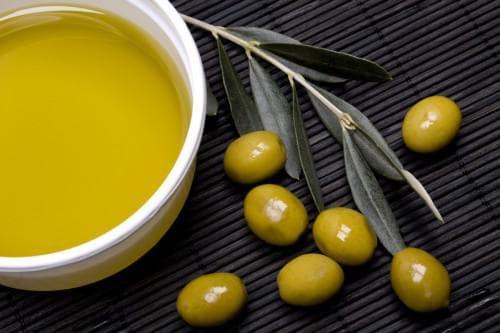 оливковое масло и вода для загара