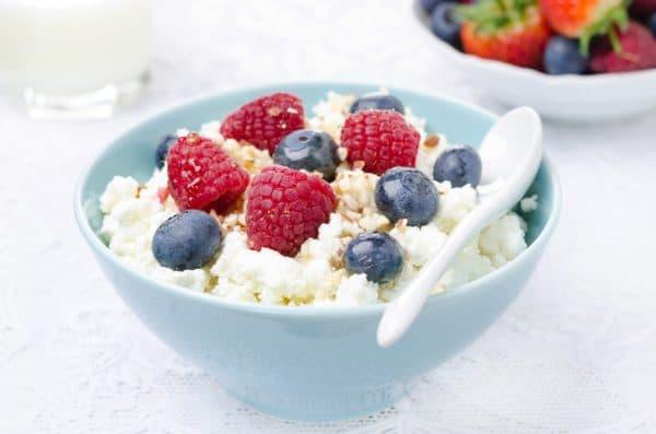 творог с ягодами на завтрак