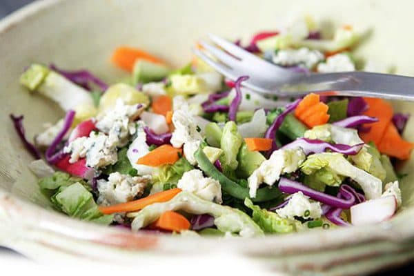 овощной суп и салат с лимонной заправкой