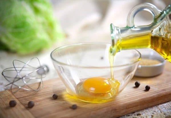 взбить яйцо и касторовое масло