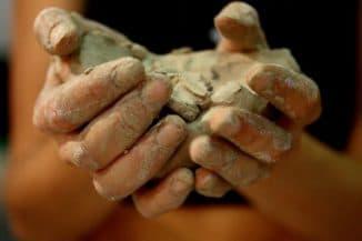 глиняное обёртывание кистей рук