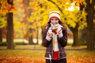 тепло одеваться в холодное время